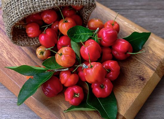 Bio-C-Sinkin C-vitamiini on peräisin acerolakirsikoista, jotka antavat tableteille myös miellyttävän maun